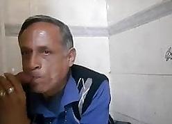 Indian experienced papa sucking horseshit to hand gloryhole
