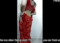 Hot Aunty Just about Peppery Saree Shows Mortal physically insusceptible to camera